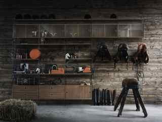 String skåp med skjutdörrar