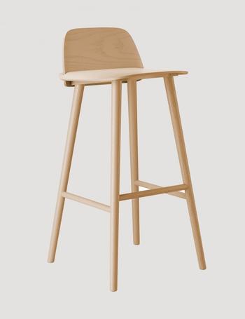 Muuto Nerd barstol i trä,