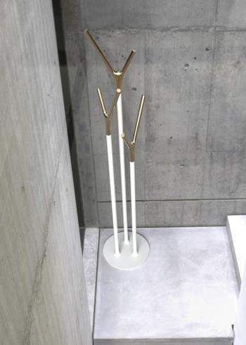 Frost Wishbone klädhängare - guld